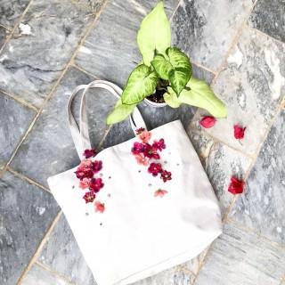 خرید | کیف | زنانه,فروش | کیف | شیک,خرید | کیف | زمينه سفيد با گلهاي تركيبي صورتي اينا ? | كار دسته و برندي نداره,آگهی | کیف | ٣١*٣٢,خرید اینترنتی | کیف | جدید | با قیمت مناسب