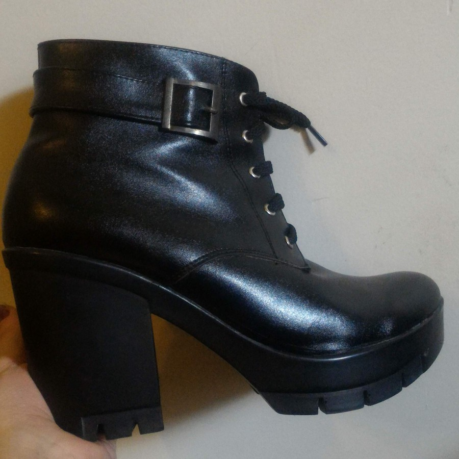 خرید   کفش   زنانه,فروش   کفش   شیک,خرید   کفش   مشکی   وطن,آگهی   کفش   38، 39,خرید اینترنتی   کفش   جدید   با قیمت مناسب