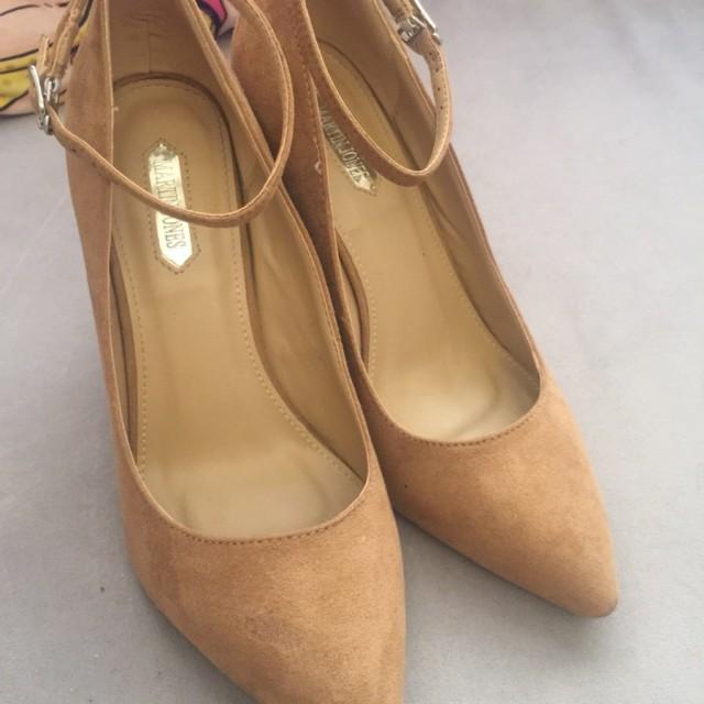 خرید | کفش | زنانه,فروش | کفش | شیک,خرید | کفش | كرم نخودی | Martin Jones,آگهی | کفش | ٣٨,خرید اینترنتی | کفش | جدید | با قیمت مناسب