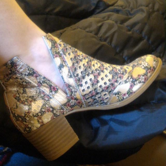 خرید   کفش   زنانه,فروش   کفش   شیک,خرید   کفش   بژ طلایی   مامامیا ترک,آگهی   کفش   38,خرید اینترنتی   کفش   درحدنو   با قیمت مناسب