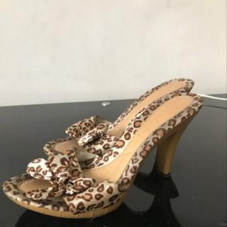 خرید | کفش | زنانه,فروش | کفش | شیک,خرید | کفش | قهوه ای کرم ببری | نمیدونم,آگهی | کفش | 38,خرید اینترنتی | کفش | درحدنو | با قیمت مناسب
