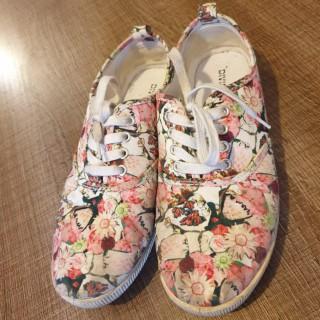 خرید | کفش | زنانه,فروش | کفش | شیک,خرید | کفش | گلدار | H&M,آگهی | کفش | 38,خرید اینترنتی | کفش | درحدنو | با قیمت مناسب