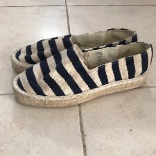 خرید | کفش | زنانه,فروش | کفش | شیک,خرید | کفش | کرم سورمه ای | H&M,آگهی | کفش | 37,خرید اینترنتی | کفش | درحدنو | با قیمت مناسب