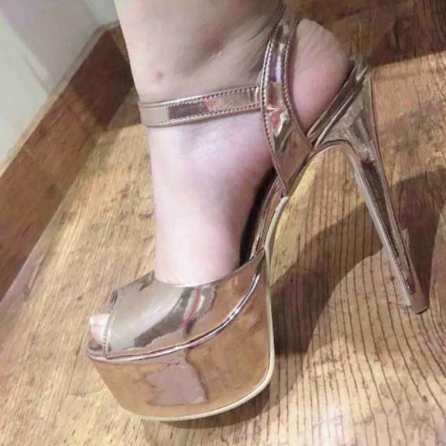 خرید   کفش   زنانه,فروش   کفش   شیک,خرید   کفش   طلایی   ترکیه ,آگهی   کفش   39,خرید اینترنتی   کفش   درحدنو   با قیمت مناسب