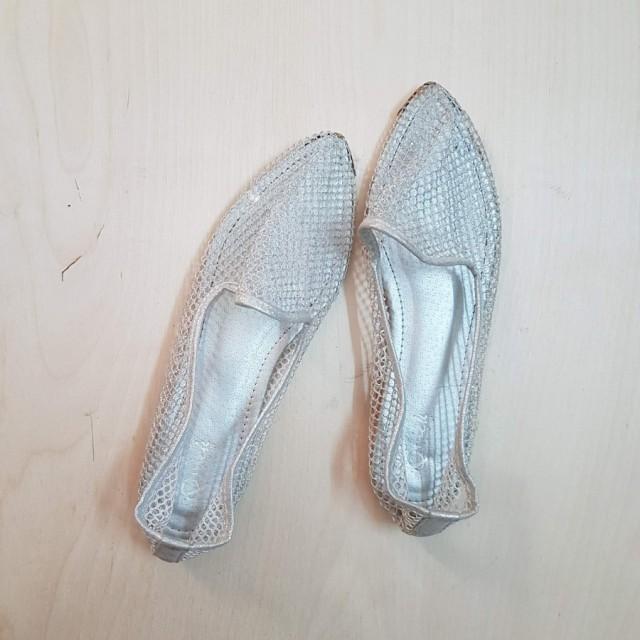 خرید   کفش   زنانه,فروش   کفش   شیک,خرید   کفش   نقره ای   .,آگهی   کفش   38,خرید اینترنتی   کفش   درحدنو   با قیمت مناسب