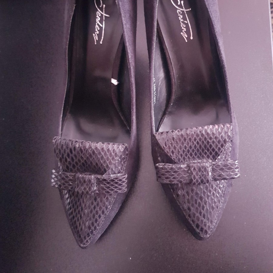 خرید   کفش   زنانه,فروش   کفش   شیک,خرید   کفش   مشکی   نمی دونم خارجکیه ,آگهی   کفش   37,خرید اینترنتی   کفش   جدید   با قیمت مناسب