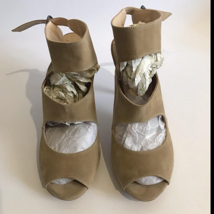 خرید | کفش | زنانه,فروش | کفش | شیک,خرید | کفش | کرم نوبوک | Bambi,آگهی | کفش | 38,خرید اینترنتی | کفش | جدید | با قیمت مناسب