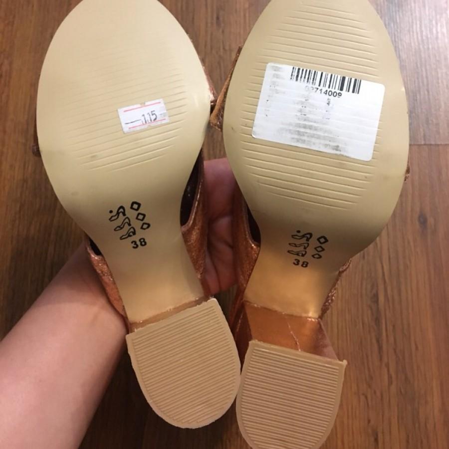 خرید   کفش   زنانه,فروش   کفش   شیک,خرید   کفش   rose gold   ترك,آگهی   کفش   ٣٦,خرید اینترنتی   کفش   جدید   با قیمت مناسب