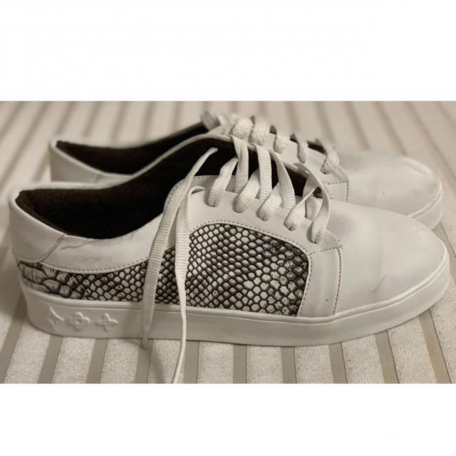 خرید | کفش | زنانه,فروش | کفش | شیک,خرید | کفش | سفید | LV,آگهی | کفش | 40,خرید اینترنتی | کفش | جدید | با قیمت مناسب