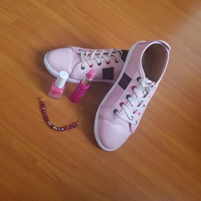 خرید   کفش   زنانه,فروش   کفش   شیک,خرید   کفش   مشخصه دیگه?   Happy land,آگهی   کفش   37،38,خرید اینترنتی   کفش   درحدنو   با قیمت مناسب