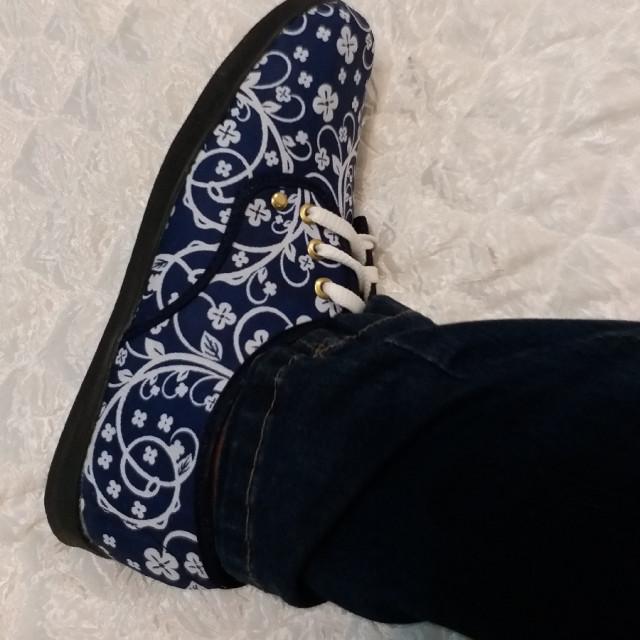 خرید | کفش | زنانه,فروش | کفش | شیک,خرید | کفش | سرمه ای سفید | .,آگهی | کفش | بگید چک کنم,خرید اینترنتی | کفش | جدید | با قیمت مناسب