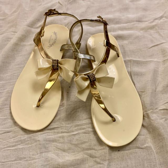 خرید | کفش | زنانه,فروش | کفش | شیک,خرید | کفش | کرم طلایی | ترک,آگهی | کفش | 38,خرید اینترنتی | کفش | جدید | با قیمت مناسب