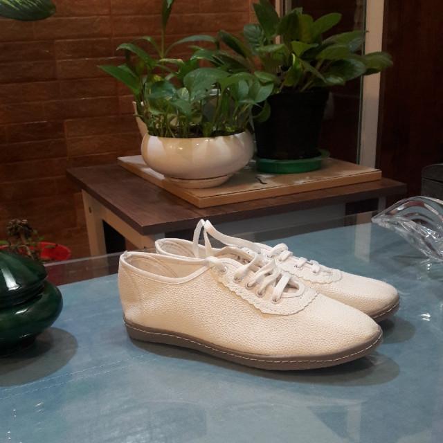 خرید | کفش | زنانه,فروش | کفش | شیک,خرید | کفش | سفید | .,آگهی | کفش | سایز39    اندازه کف کفش 25 ونیم,خرید اینترنتی | کفش | جدید | با قیمت مناسب
