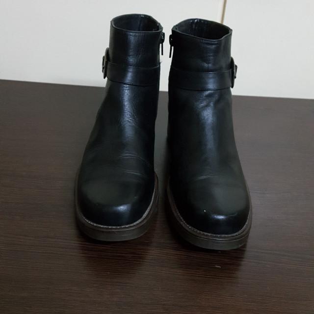 خرید   کفش   زنانه,فروش   کفش   شیک,خرید   کفش   مشکی   Prada,آگهی   کفش   40,خرید اینترنتی   کفش   درحدنو   با قیمت مناسب