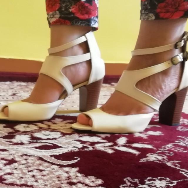 خرید | کفش | زنانه,فروش | کفش | شیک,خرید | کفش | کرم | .,آگهی | کفش | 38,خرید اینترنتی | کفش | جدید | با قیمت مناسب