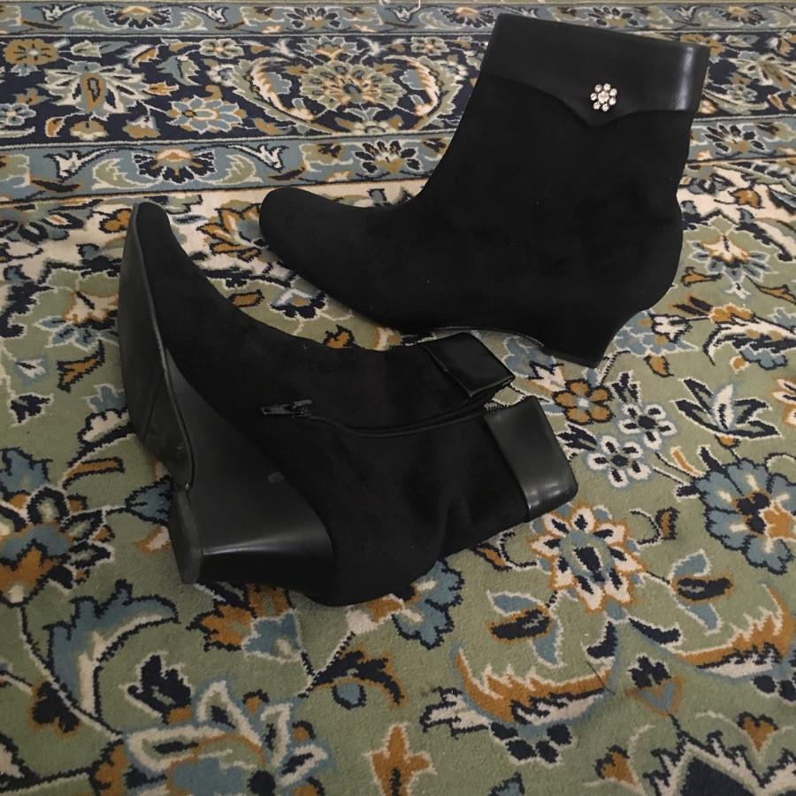 خرید | کفش | زنانه,فروش | کفش | شیک,خرید | کفش | جیر مشکی | توش نوشته.,آگهی | کفش | 39.  و  40 ظریف,خرید اینترنتی | کفش | درحدنو | با قیمت مناسب