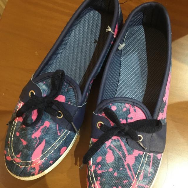 خرید | کفش | زنانه,فروش | کفش | شیک,خرید | کفش | مطابق عکس | .,آگهی | کفش | 37,خرید اینترنتی | کفش | جدید | با قیمت مناسب